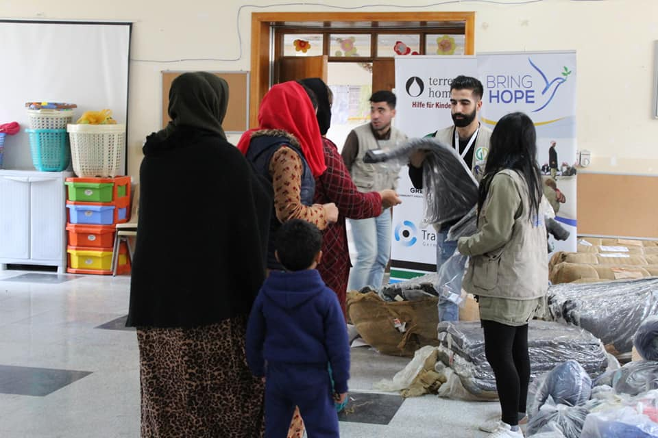 Distributing Clothes and Blankets for IDPs in Mamzawa, Erbil